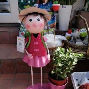 Bastenske figure devojcica
